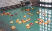 ホテルプラトン女湯限定・冬季限定のリンゴ風呂
