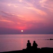 冬の夕日に染まる浜からの夕日は絶景