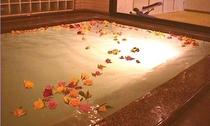 新館ホテルプラトンのバラ風呂