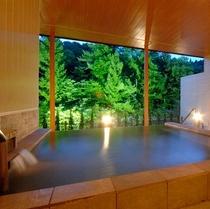 【展望露天風呂】四季折々の景色をお愉しみ頂けます。