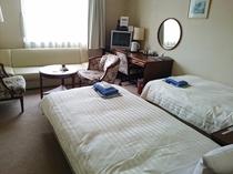 【ツインルーム 8階】 約24平米・シングルベッド(97cm)2台
