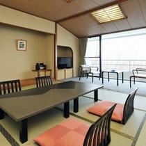 *【東館和室】四季折々の景観を眺めながらゆったりとお寛ぎいただける客室。