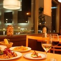 2Fレストラン「ガーデンズカフェ」リニューアルされ、よりシックで落ち着いた空間に