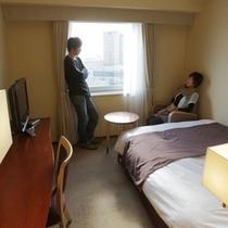 リーズナブルに泊まるならカップルに人気のセミダブル♪(幅120cmのベット1台)