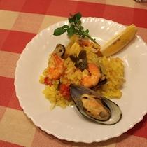 *[夕食一例]魚貝類の旨みたっぷりのパエリア