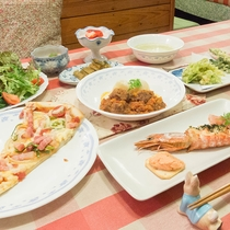 *[夕食全体]お蕎麦や山菜の天婦羅など、地元の食材も取り揃えた洋食フルコース