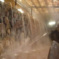 【ひょうたん温泉・滝湯】ひょうたん温泉名物の滝湯です♪