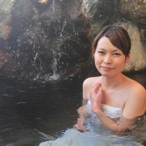 当館の岩風呂は、pH8.4の弱アルカリ温泉!優しい泉質が評判です♪
