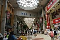 2番目のアーケード商店街、クリスロード商店街です。