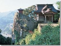 松尾芭蕉がおくの細道を辿り訪れた事でも有名な山寺立石寺 当館よりお車で約40分