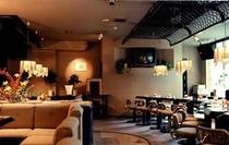 カラオケと会話を楽しむ スナック『セジュール』 45席の広いスペースのお店です。