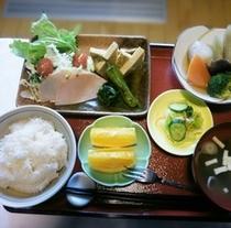 しっかり美味しい朝ごはんを <和食朝食の一例>