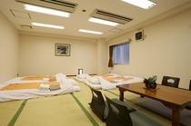 大阪で数少ない和室は広々33平米!最大8名様まで利用可能でファミリーにも合宿にも◎