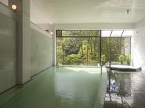 自家源泉を使用した温泉大浴場「春秋の湯」