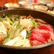 *【上州牛のすき焼き鍋一例】程良い脂肪質と旨みに秀でた肉質を堪能!