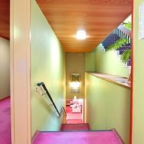 *【階段】手すりがついておりますので、ご年配の方でも安心です。