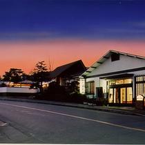 宿の外観。岳温泉は高村光太郎の『智恵子抄』で有名な安達太良山の麓にある温泉郷。