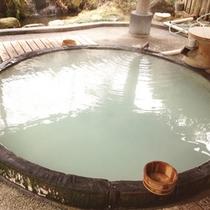 世界一大木のアラスカ産檜で造った本物のお風呂でのんびり