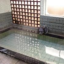 内湯はマイナスイオンのトルマリン風呂です。