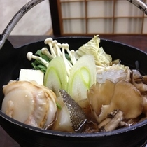 野菜たっぷりの鍋にはうまみが溶けあい、栄養素もいっぱいです♪