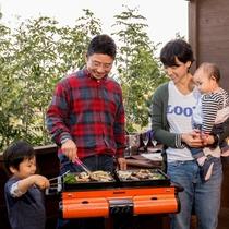 パパと僕とでお肉を焼いてあげよう(イメージ画像)