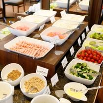 【朝食バイキング】1日のスタートは、新鮮な地元野菜で♪