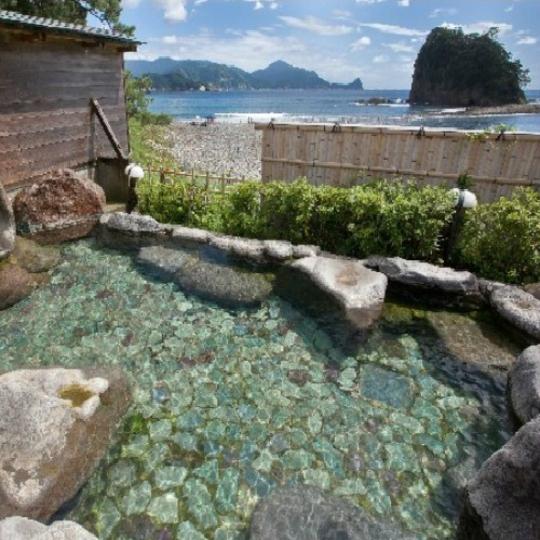 渚の露天風呂(婦人用) 写真提供:楽天トラベル