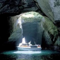 【洞窟めぐり遊覧船】*