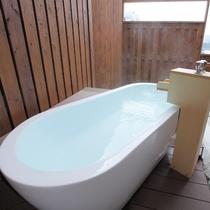 【客室の露天風呂<上層階>】*