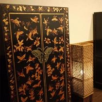 【館内一例】アジアンテイストの家具