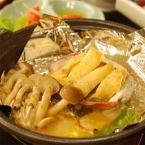 【ご夕食】活鮑の陶板焼 きのこ添えバター風味