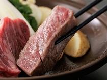 アツアツ牛肉の陶板焼き