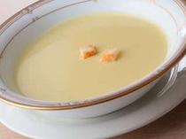 11. 自家製コーンクリームスープ。