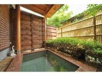 24. 別館メゾネット客室露天風呂一例。