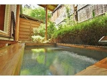 26. 1室限定スイート302号室専用露天風呂。