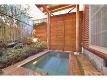 27. 別館メゾネット客室露天風呂一例。