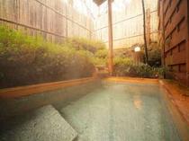 7. 【別館】露天風呂付メゾネット。露天風呂一例。