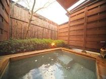 3. 【別館】露天風呂付メゾネット。露天風呂一例。