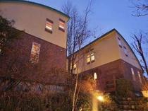 4. 【別館】メゾネット客室棟。本館と隣接。
