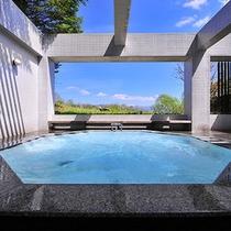 八ヶ岳を望む絶景露天風呂