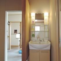 和室8畳【3階角部屋】:洗面がお部屋内にございます。
