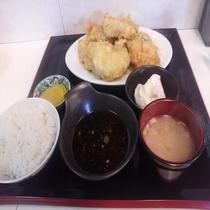 ホテル近隣飲食店 日田名物天領屋さんのボリューム満点 とり天定食