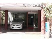 ★エントランス★ホテル玄関前を含め6台まで無料駐車場をご用意しております