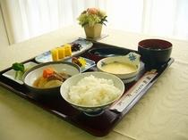 ★朝食メニュー(和食)★日替わりでお魚な小鉢のお料理をご用意させていただきます