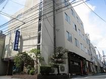 ★ホテル外観★4フロアにシングル・ダブル・ツイン・トリプル・和室をご用意しております