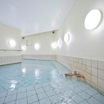 B1階大浴場・蔵風呂『つばきの湯』 湯船