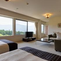 *【スイートルーム】ワイドな窓から四季折々の風景をお楽しみください