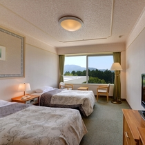 *【スタンダードツイン】箱根連山を見渡せる庭園側の洋室