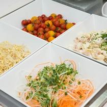 *【朝食ブッフェ】(一例)サラダも種類豊富なので、すこしずつ楽しめます