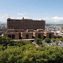 ホテル隣の県立宮崎病院